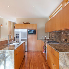 Contemporary Kitchen by College City Design Build