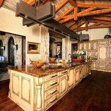 Mediterranean Kitchen by Zbranek & Holt Custom Homes