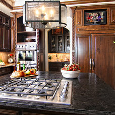 Traditional Kitchen by Zbranek & Holt Custom Homes