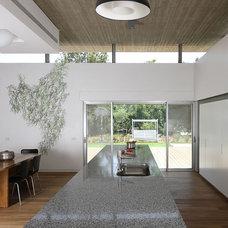 Contemporary Kitchen by Amitzi Architects