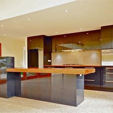Contemporary Kitchen by Warwick O'Brien Architects
