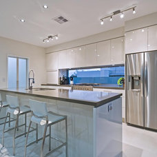 Modern Kitchen by Blueprint Designs