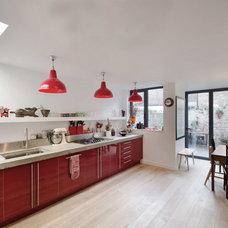 Contemporary Kitchen by Gort Scott