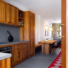 Rustic Kitchen by Yianna Bouyioukou Architect