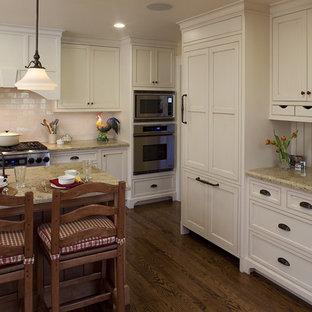 Foto de cocina rural con electrodomésticos con paneles