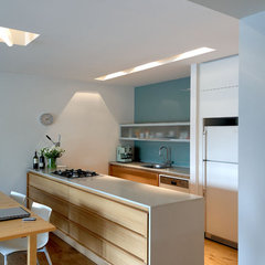 modern kitchen by Amitzi Architects