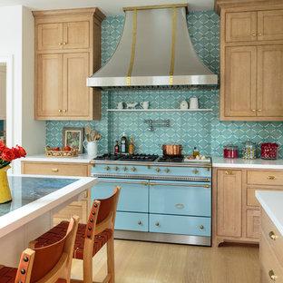 ロサンゼルスの巨大なビーチスタイルのおしゃれなキッチン (エプロンフロントシンク、シェーカースタイル扉のキャビネット、淡色木目調キャビネット、大理石カウンター、青いキッチンパネル、セメントタイルのキッチンパネル、シルバーの調理設備、淡色無垢フローリング、青いキッチンカウンター、茶色い床) の写真