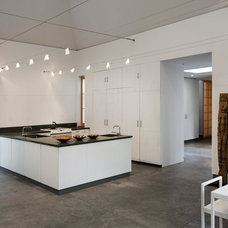 Contemporary Kitchen by Freyer Collaborative Architects
