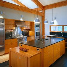 Contemporary Kitchen by Eric Reinholdt, Architect
