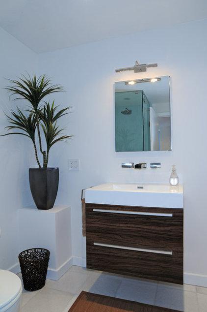 Modern Kitchen by Smart Remodeling