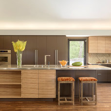 Contemporary Kitchen by McMillan Cabinetmakers