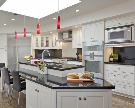 Black galaxy granite houzz for White kitchen cabinets with black galaxy granite