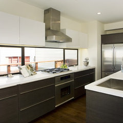 modern kitchen by Studio Marler