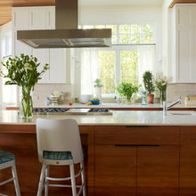 Houzz Tour: From Strictly Traditional to 'Surf's Up'