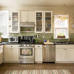 traditional kitchen by Classic Homeworks