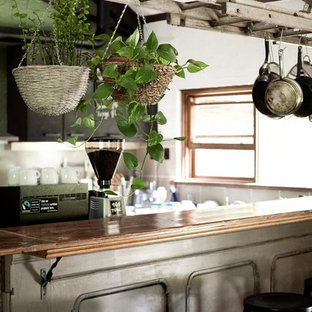 Inspiration for a rustic kitchen remodel in Melbourne