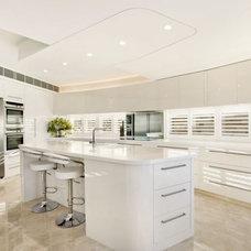 Modern Kitchen by Bayview Design Group Australia