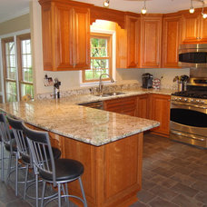 Traditional Kitchen by Distinctive Cabinetry & Design