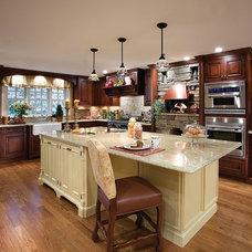 Traditional Kitchen by Artista Kitchen & Bath Design