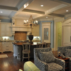 Traditional Kitchen by Mike Smith / Artistic Kitchens