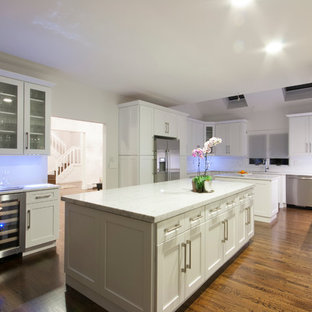 Genial Trendy Eat In Kitchen Photo In New York With An Undermount Sink, Shaker  Cabinets