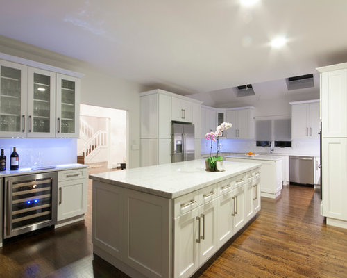 Trendy Eat In Kitchen Photo In New York With An Undermount Sink, Shaker  Cabinets