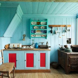 ロサンゼルスのシャビーシック調のおしゃれなキッチン (落し込みパネル扉のキャビネット、青いキャビネット) の写真