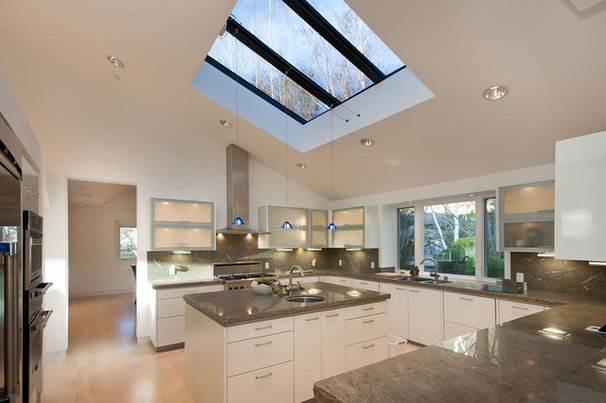 Modern Kitchen by mark pinkerton  - vi360 photography