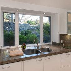 Modern Kitchen by mark pinkerton  - vi360 photography