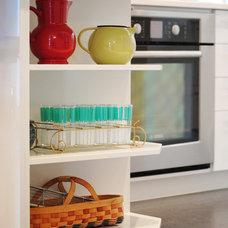 Modern Kitchen by AMR Design