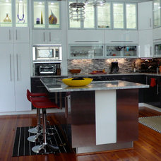 Contemporary Kitchen by Modern Family Kitchens