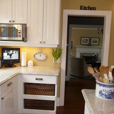 Modern Kitchen by Studio Design