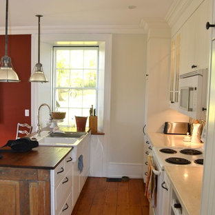 Farmhouse kitchen photos - Country kitchen photo in Toronto