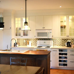 Farmhouse kitchen ideas - Kitchen - country kitchen idea in Toronto