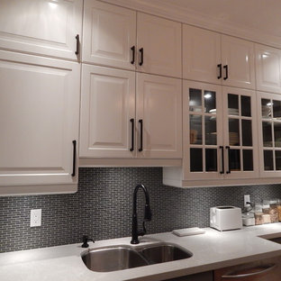 Design ideas for a traditional kitchen in Toronto.