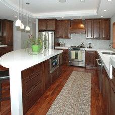 Modern Kitchen by Carmel Developments Inc