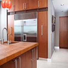 Contemporary Kitchen by Du Verre Hardware