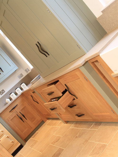 In Frame Oak Amp Painted Shaker Kitchen In Farrow Amp Ball Pigeon