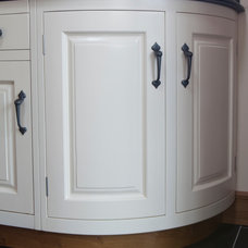 Traditional Kitchen by Glendalough Woodcraft