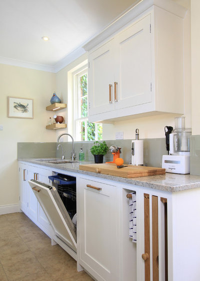 Traditional Kitchen by Beau-Port Kitchens & Interiors