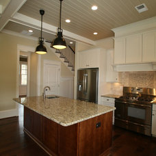 Craftsman Kitchen by Copperleaf Partners LLC / Copperleaf Residential