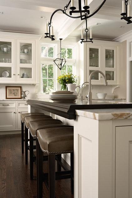 Traditional Kitchen by Casa Verde Design