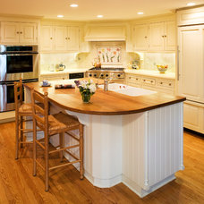 Traditional Kitchen by House Dressing Company Inc.
