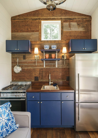 Fusion Kitchen by Driftwood Homes USA