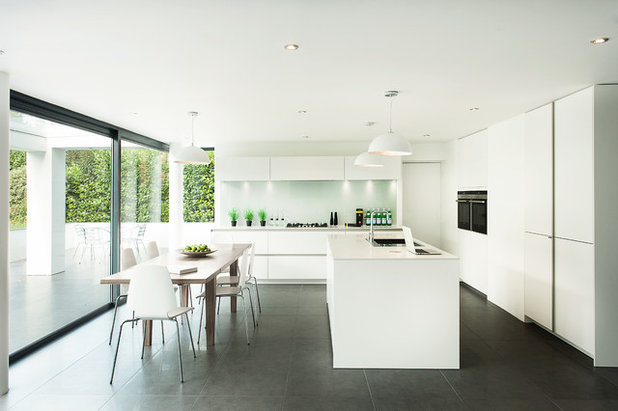 Modern Kitchen by SieMatic by The Myers Touch