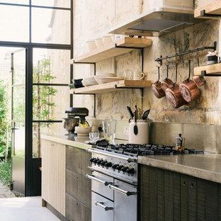 コロンバスの小さいインダストリアルスタイルのおしゃれなキッチン (アンダーカウンターシンク、フラットパネル扉のキャビネット、濃色木目調キャビネット、コンクリートカウンター、グレーのキッチンパネル、セメントタイルのキッチンパネル、黒い調理設備、コンクリートの床、白い床、グレーのキッチンカウンター) の写真