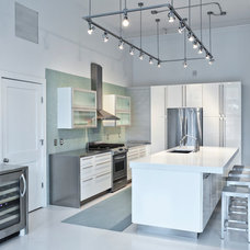 Industrial Kitchen by Elmwood Fine Custom Cabinetry