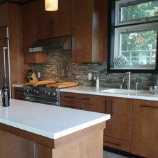 Modern Kitchen by Terri Wills, Dip. Building Technology