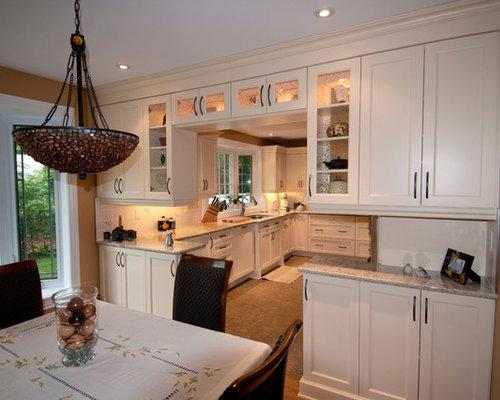 cuisine avec des portes de placard beiges et un sol en li ge photos et id es d co de cuisines. Black Bedroom Furniture Sets. Home Design Ideas