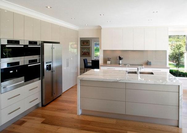 Modern Kitchen by Innovation Ideas